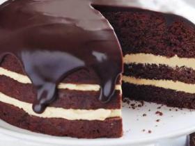 Bildes ar šokolādes kūkām